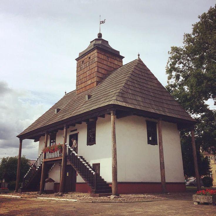 Probably the only wooden city hall in Europe (Sulmierzyce Poland). . . . #sulmierzyce #wielkopolska #igerspoland #igerseurope #igerseu #teamwanderlust #welivetoexplore #travelcommunity #timeoutsociety #wearetravelgirls #girlslovetravel #girlsborntotravel #femmetravel #thetravelwomen #thevisualpassport #wonderful_places #beautifuldestinations #exceptional_pictures #travel_drops