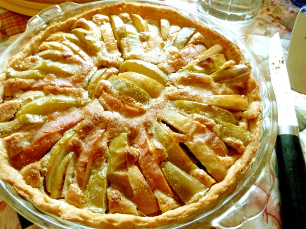 Fabulous dessert that's not overly sugary-sweet: apple almond tart (via HipChickDigs) |