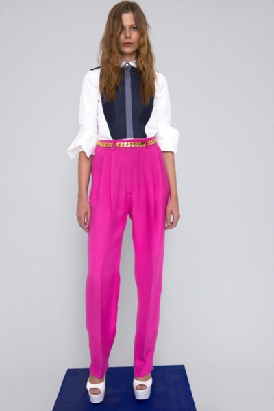 .: Hotpink, Chains Belts, Hot Pants, Color, Street Style, Pink Pants, Hot Pink, Celine Resorts, Resorts 2012