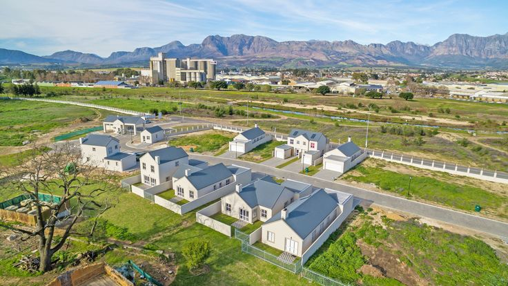 Invest in this new development in Paarl! #honeydew #country #countryestate #lifestyle #living #estate #estateliving #paarl #southafrica #property #realty #realestate #development #newhomes #simplexes #duplexes #apartments #flats