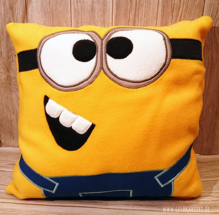 die besten 25 minion kissen ideen auf pinterest minions lustige zitate minion humor und. Black Bedroom Furniture Sets. Home Design Ideas