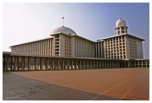 Masjid Istiqlal, Jakarta, Indonesia Biggest mosque in South East Asia
