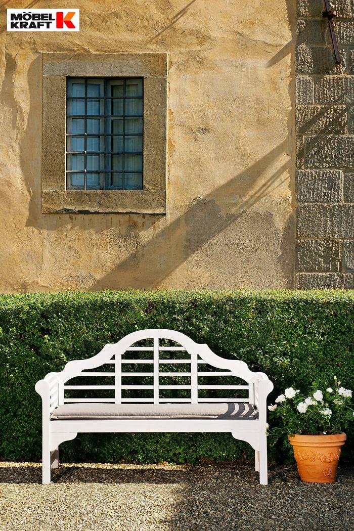 Ideal Eine wei e Gartenbank l dt zum Rasten ein http moebel kraft Garden FurnitureTerraceBalcony