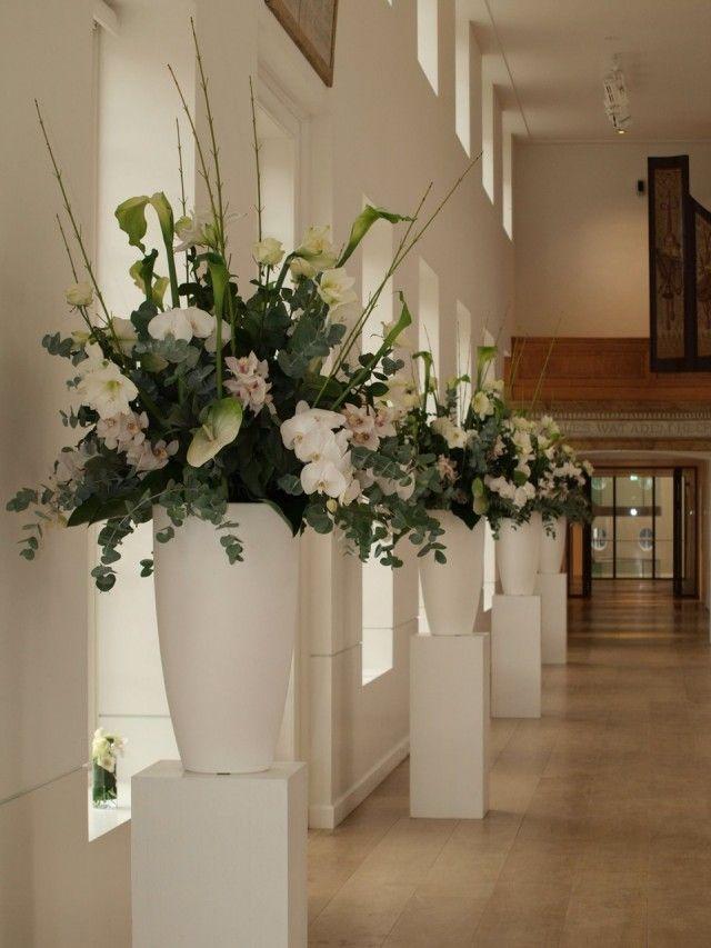 grote-bloemstukken-met-witte-bloemen