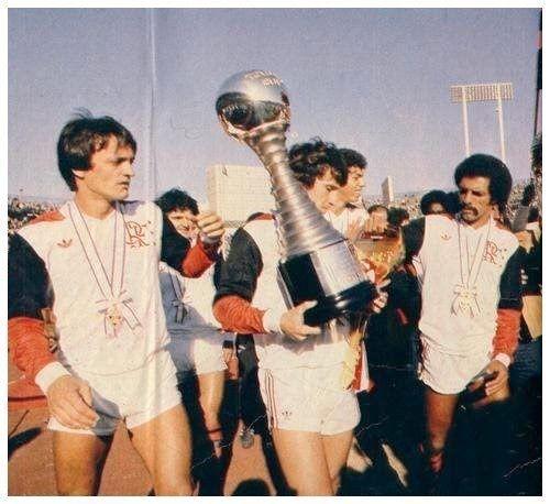 1981 foi o ano mais especial da história do Flamengo. Além de conquistar o Campeonato Carioca, levantou a Taça Libertadores da América derrotando o Cobreloa do Chile por 2 a 0 na partida de desempate, gols de Zico, na primeira participação do rubro-negro na competição. Depois, conquistou a Copa Intercontinental (Mundial Interclubes) ao bater o Liverpool da Inglaterra por 3 a 0, em Tóquio.