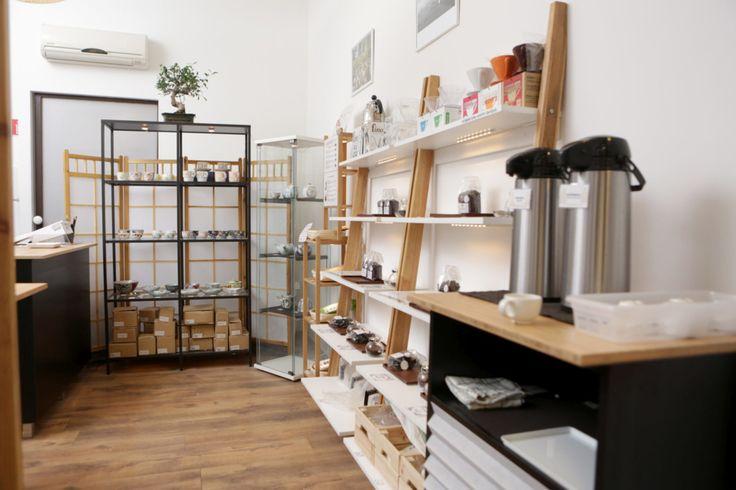 A boltocska a távol-keleti kávékultúrát hozza el a budapestieknek, de nem várnak ránk gésák a kis üzletben: a Shimaya inkább a japán hétköznapokat képezi le.