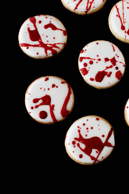 Blood Spatter Cookies...normally I am not into gore for Halloween. I tend to go more for a sweet vintage inspired look, but these are too cool : )