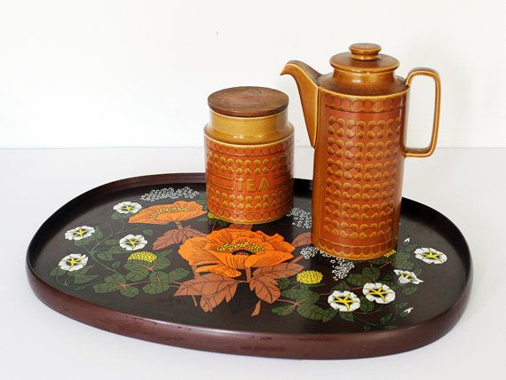 We love this super cool retro M&S 1970s serving tray, the brown & orange floral design in the orange poppy & wildflower pattern is so 70s. It a