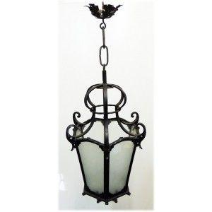 Lanterna in ferro battuto con elementi forgiati a mano