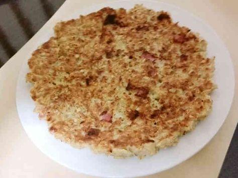 オーツ麦入りオムレツ  材料 オーツ麦 30g 卵 1個 ベーコンスライス 2枚 塩コショウ 適量 鶏がらスープの素(粉末) 2g   作り方 1  60ccのお湯で鶏がらスープの素を溶かしただしを作り、ボウルに入れてオーツ麦を浸しておきます。 2 ベーコンを5㎜くらい幅に切っておきます。 3  1の、オーツ麦が水分がなくなり、少し冷めたところに、卵を溶き入れ、ベーコンを加えて混ぜます。 4 熱したフライパンに3を入れて、平たく広げます。両面に焼き色がつくまで(お好み焼きの要領で)焼いたら出来上がりです。