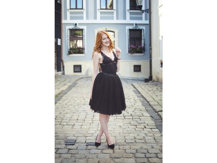 Dámská tylová TUTU sukně černá. stylová tutu sukně ve dvou délkách spodní neprůhledná vrstva ze saténu 3 vrstvy pevnějšího tylu pro požadovaný objem vrchní 2 vrstvy z jemného tylu příjemného na dotek gumička v pase pro velikost 70 cm - 90 cm