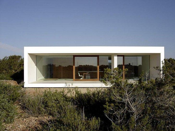 Minimalist House Design By Marià Castelló Martinez