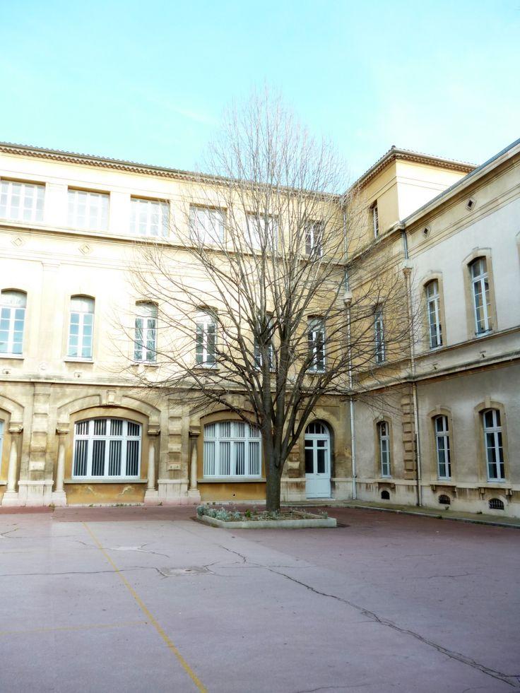ESPE (anciennement IUFM) d'Aix-en-Provence.