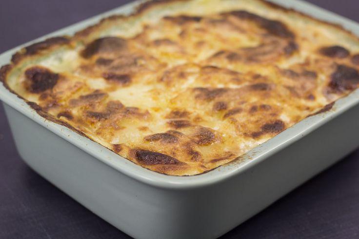 Flødekartofler eller flødestuvede kartofler er noget af det bedste tilbehør man kan lave. Det er samtidig noget af det nemmeste at lave. Flødekartofler er helt perfekte til f.eks. oksemørbrad. Efter min mening skal der piskefløde i flødekartofler. Men hvis man synes kan man sagtens skifte noget af fløden ud med mælk eller man kan bruge...Læs mere »
