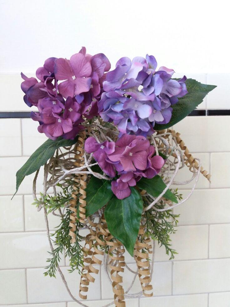 Decorazione floreale x la casa, realizzata con spago, cartone e fiori  finti