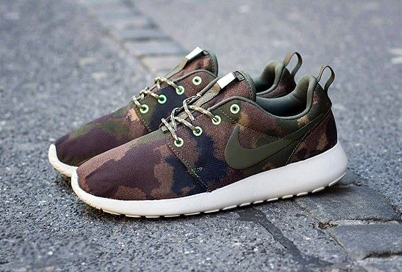 NIKE WMNS ROSHE RUN 'FOREST CAMO'