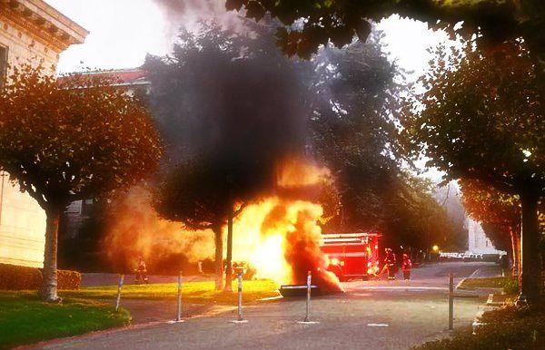 Sarebbe dovuta, a un generatore guasto l'esplosione avvenuta vicino alla biblioteca centrale dell'Università... http://tuttacronaca.wordpress.com/2013/10/01/esplosione-in-california-evacuata-luniversita-di-berkeley/