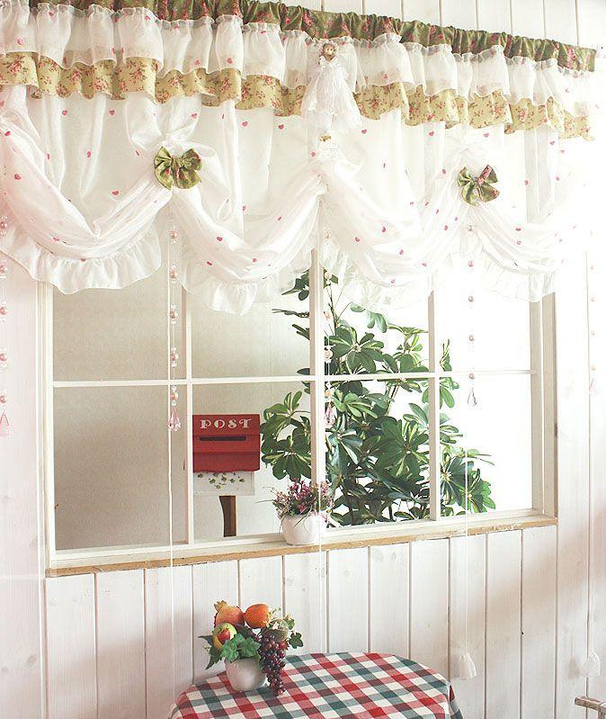 Короткие шторы для кухни в деревенском стиле