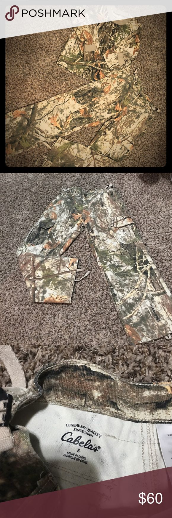 Cabelas youth boys hunting outfit! Long sleeved hunting shirt for a boy size Small, with matching cargo hunting pants with pockets. The waste can be made small or larger. Other