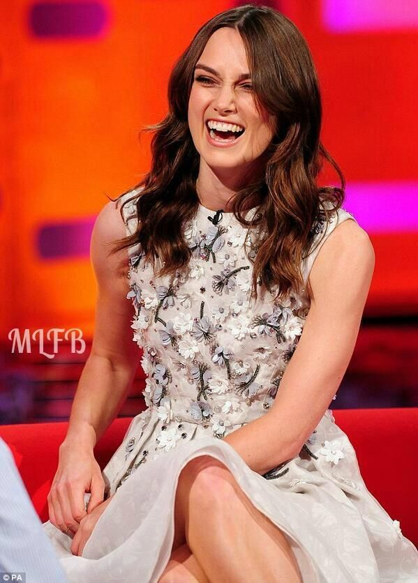 Keira Knightly In Holly Fulton - The Graham Norton Show. Re-tweet and favorite it here: https://twitter.com/MyFashBlog/status/478356388041998336/photo/1