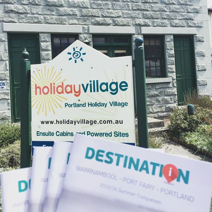 Shout out to AnneMarie at the Portland holiday village for getting in contact. Just dropped of some mags presents and info!  #sofun #destinationportland #shop3305 #stay3305 #socialcatnetwork @socialascat by destinationportland