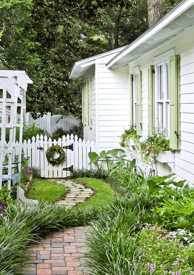Side yard cottage landscaping.