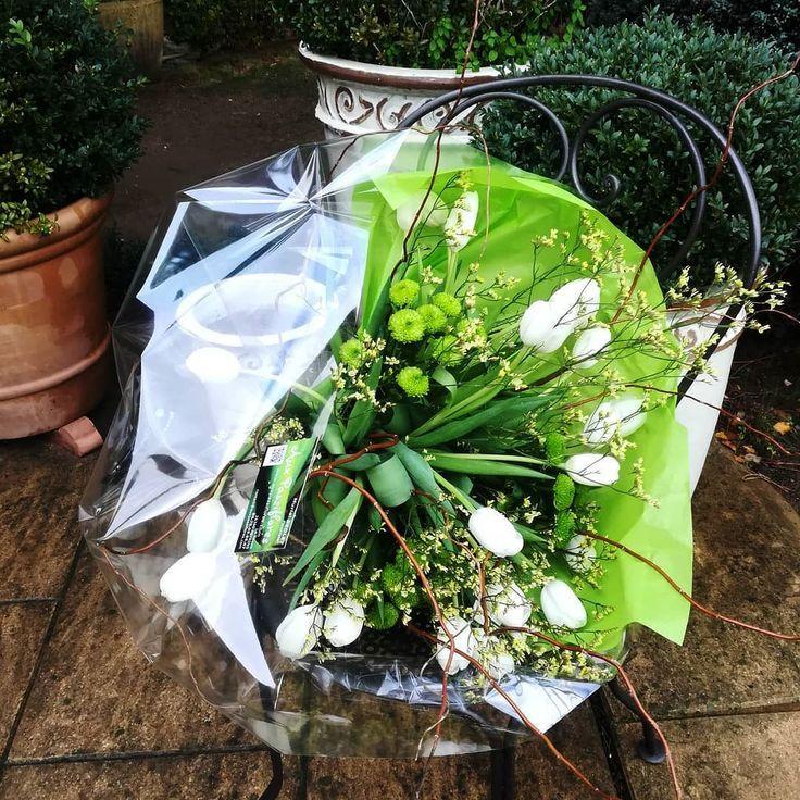 C'est toujours un plaisir de choisir des fleurs pour composer un bouquet de charme #occasionexceptionnelle #anniversaire #igerflowers #momentlikethis #nothingisordinary #tulipes #tulips #bouquetblanc #happybirthday #friends #instalike #bouquetdetulipes