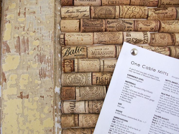I'm doing a version of this for the wedding, but I love the addition of the old door!Crafts Ideas, Pin Boards, Cork Boards, Wine Corks Crafts, Bulletin Boards, Corks Boards, Wine Bottle, Memo Boards, Old Doors