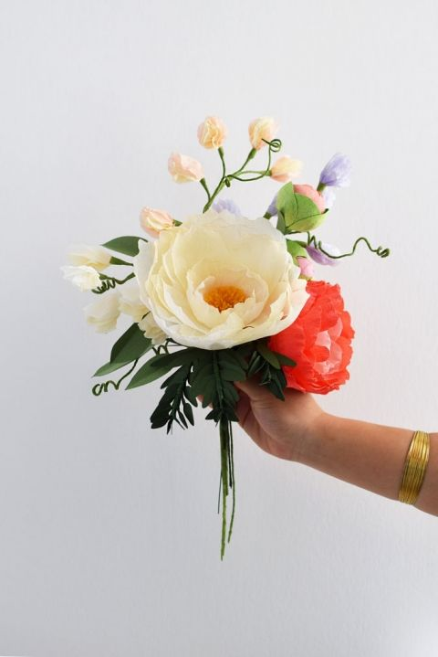 DIY Crepe Paper Flower Sweet Pea bouquet from Crafted to Bloom, Paper Floral Designs (formerly Crafted Sophistication) #DIY #tutorial #bouquet #wedding #weddingcentrepiece #paperflowers #crepepaperflowers