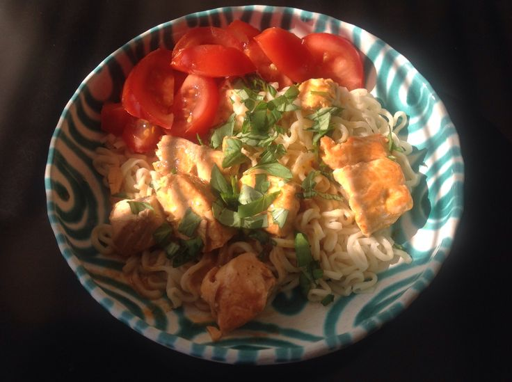 Red curry salmon with nudels