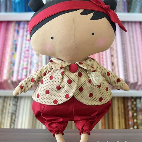 No mês de Novembro iremos sortear essa linda Tildinha!  A cada R$50,00 em compra vocês ganham um cupom para concorrer.    Promoção válida somente para compras feitas na loja física.    #promocao #sorteio #tilda #tildinha #novatilda #fofinha #fofura #cute #tildas #tecidos #lojadetecidos #artesanato #artecomtecido #amotildas #tildaslovers #fabricdolls #fabricstore #tissu