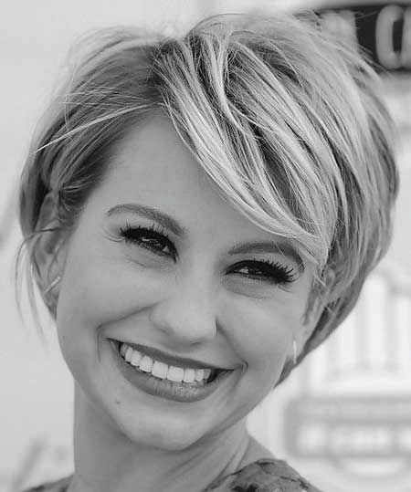 Chic Short Hairstyle for Women