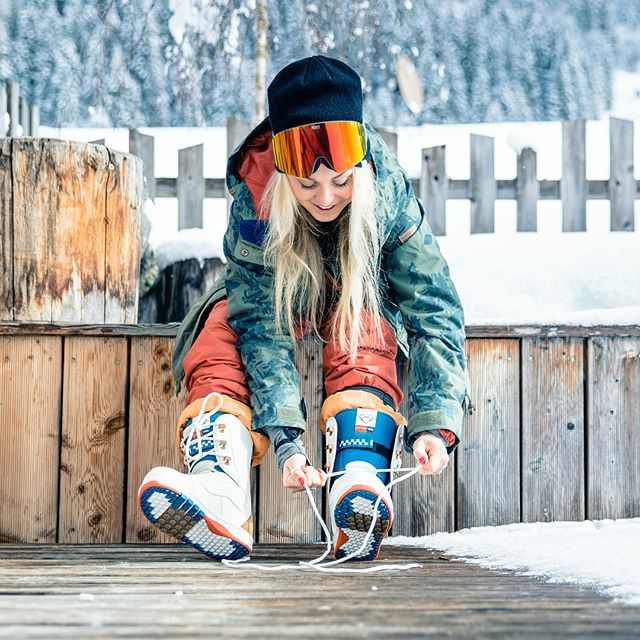 Instagram media by aimee_fuller - Christmas GIVEAWAY ALERT I've teamed up with @VANS to give you a pair of my signature AIMEEFULLER edition snowboard BOOTS! PICTURED.... TO ENTER. All you have to do is.................... LIKE this POST and @ TAG your favourite shred / snowboard partner in the comment feed below with the size boot you want! WINNER ANNOUNCED 28th DECEMBER One winner will be picked at random. Country of entry doesn't matter Good Luck! @vans_europe