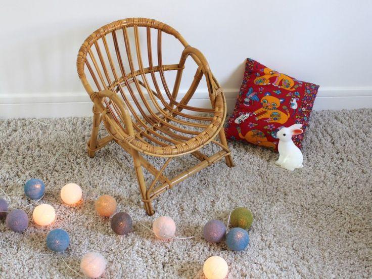 fauteuil en rotin vintage, modèle enfant, forme corbeille