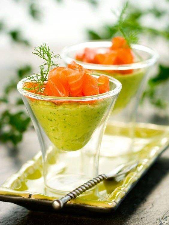 antipasti di pesce:Crema di avocado con salmone