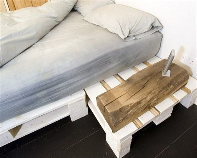 Comfortable and cheap pallet bed diy i like this better for Pallet bed frame with side tables