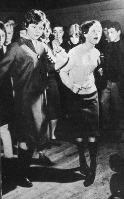 The early 60's Modernist girls wore straight, knee-length skirts & male-style shirts which would be worn with a  box-shaped jacket, patent-leather shoes & 3/4 length suede coats. This was marked contrast to the traditional womens style of the 50's. They also had their own style of make-up with the eyes being the prominent feature using thick eyeliner, plucked eyebrows, and little or no lipstick.