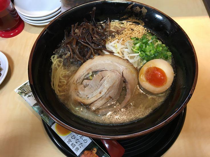 響@宮崎空港 黒 700円  宮崎ラーメン!って味だった。旨し!