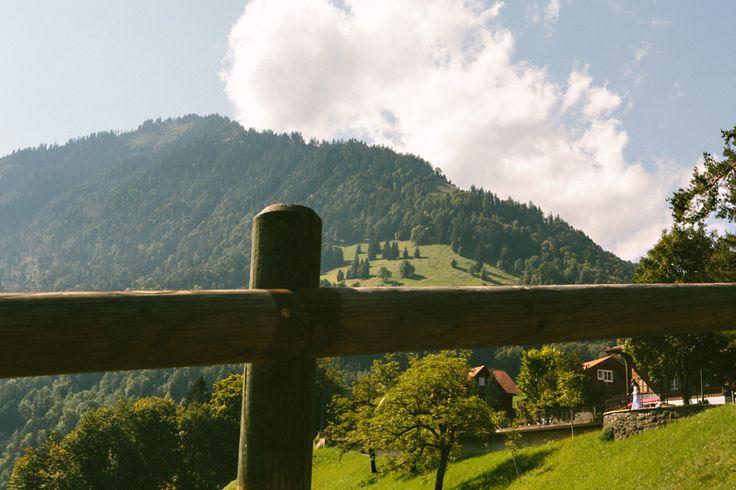 Quando lavoro in Svizzera, non so mai cosa aspettarmi. Il melting pot di culture non mi permette di fare previsioni su cosa potrà accadere durante la festa e questo mi piace molto, mi stimola particolarmente, per non parlare poi dei bellissimi paesaggi di montagna che io adoro. Quello di Adele e…