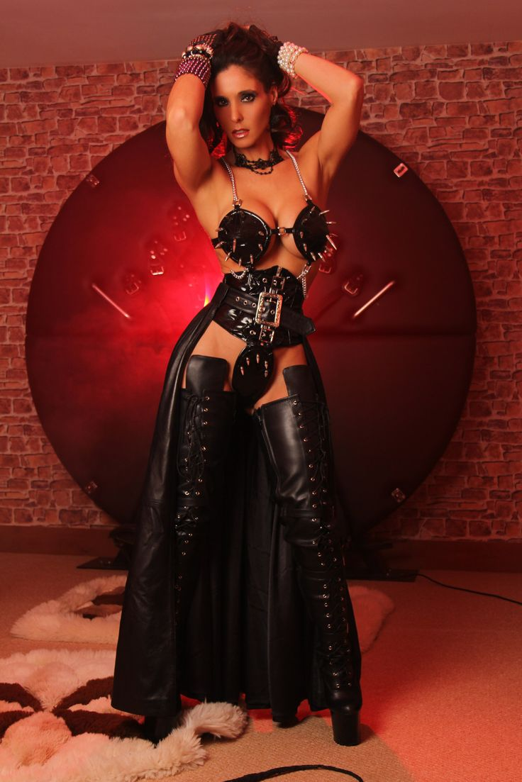 Dominatrix Annabelle | Burlesque and BDSM style