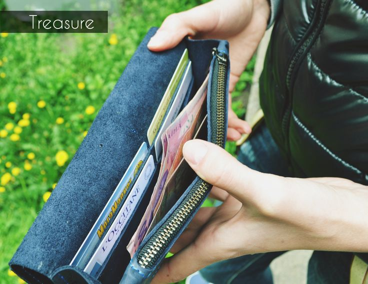 Портомне с 10 отделениями для карточек и важных документов, отделением для купюр и кармашком для монет на молнии. #teshoes #leathergoods #wallet #purse