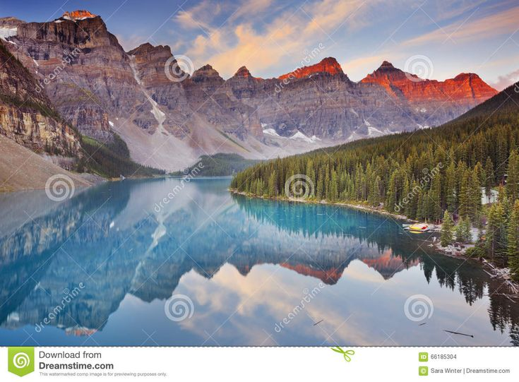Lago En La Salida Del Sol, Parque Nacional De Banff, Canadá Moraine Foto de archivo - Imagen: 66185304