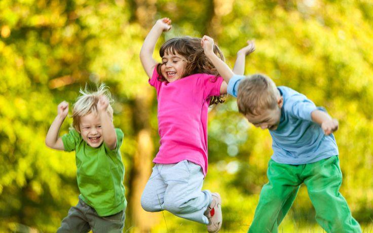 Dla bezpieczeństwa i komfortu Państwa oraz Państwa pociech, na każdym osiedlu przygotowaliśmy duży i ogrodzony plac zabaw, wyposażony w ciekawy i wysokiej jakości sprzęt. Dzięki niemu każdy rodzic zyska pewność, że jego pociecha spędza czas bezpiecznie. Projektując miejsce dla najmłodszych mieszkańców osiedla skorzystaliśmy z doświadczenia specjalistów od kreatywnej zabawy i wypoczynku na świeżym powietrzu.