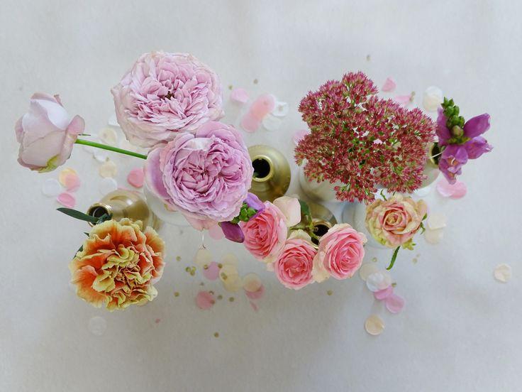 Raak geïnspireerd door deze mooie roze rozen op de babyborrel van marie  #babyborrel #rozen #bloemen #pink #peach #goldn #bottle #confetti #ballondecoratie #sweettable #wauwevent