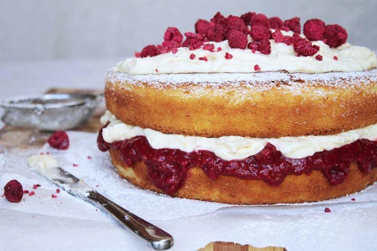 Rhubarb, raspberry & vanilla mascarpone sponge cake recipe