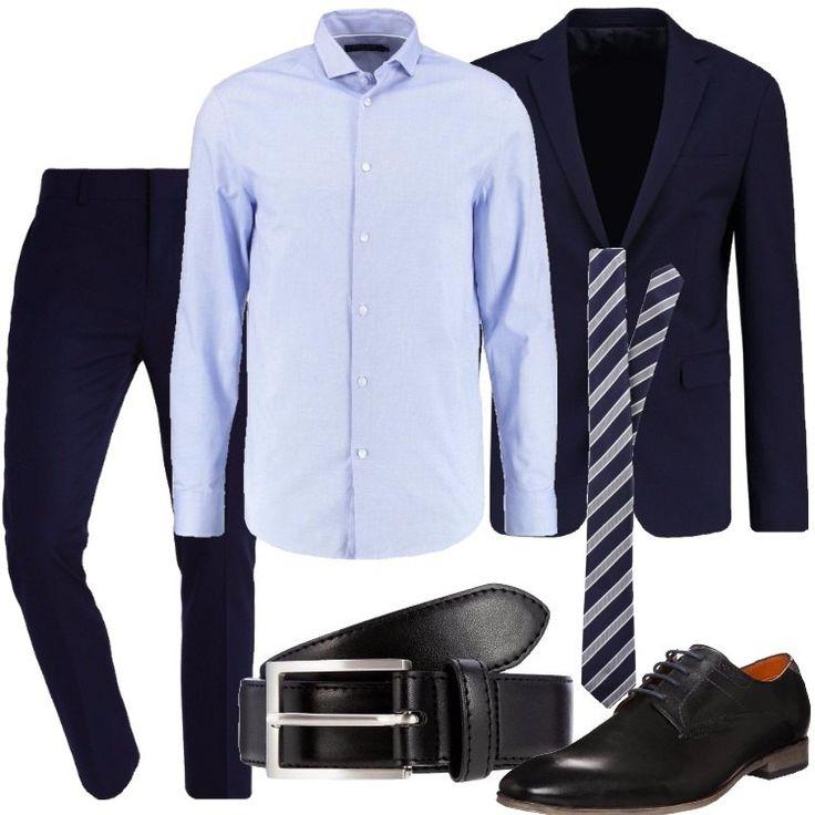 Pantaloni classici blu scuro con tasche laterali e posteriori, camicia azzurra a maniche lunghe con colletto alla francese, giacca blu scura, monopetto, con collo a bavero. Cravatta blu a righe grigie. Le scarpe stringate e la cintura con fibbia sono, invece, in pelle e nere.