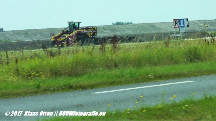 Wat is Fa. P. Muntjewerf en Co aan het doen bij de Kooyhaven in Den Helder / Hollands kroon? 😉 aan het composteren?