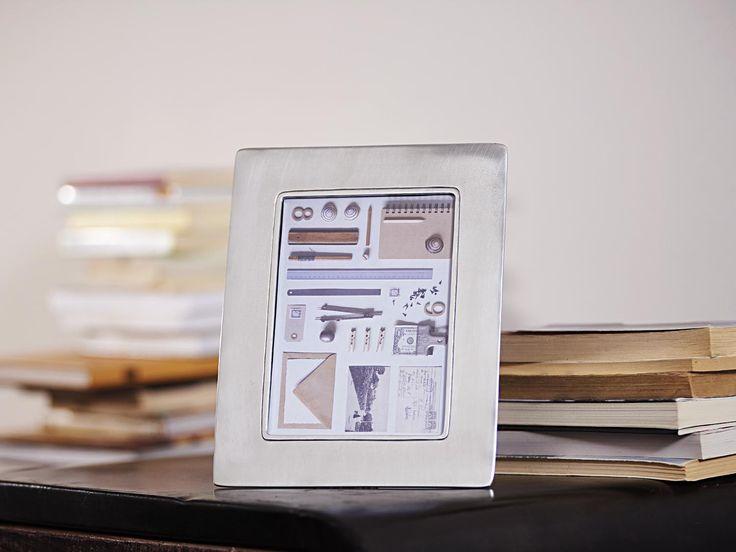 Rectangular Pewter Photo Frame - Width: 19,5 cm (7,7″) - Height: 24,5 cm (9,6″) - Picture Size: 13×18 cm - Frame Back Stand: Blue Alcantara - #pewter #rectangular #picture #photo #frame #peltro #cornice #fotografia #portafoto #rettangolare #zinn #bilderrahmen #fotorahmen #rahmen #étain #etain #cadre #peltre #tinn #олово #оловянный #gifts #giftware #home #housewares #homewares #decor #design #bottega #peltro #GT #italian #handmade #made #italy #artisans #craftsmanship #craftsman #primitive