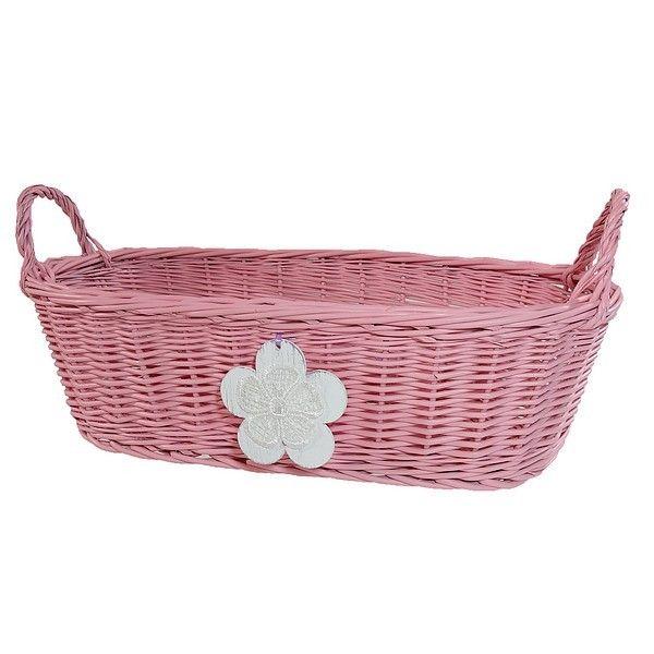 Różowy wiklinowy koszyk z uszkami zdobiony drewnianym kwiatkiem