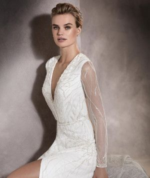 Antara - Wedding dress with a V-neckline, in tulle with gemstone details